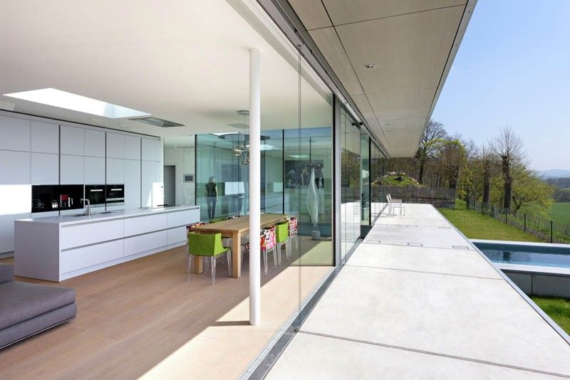 Nederlander ontwerpt modern huis van glas beton en staal