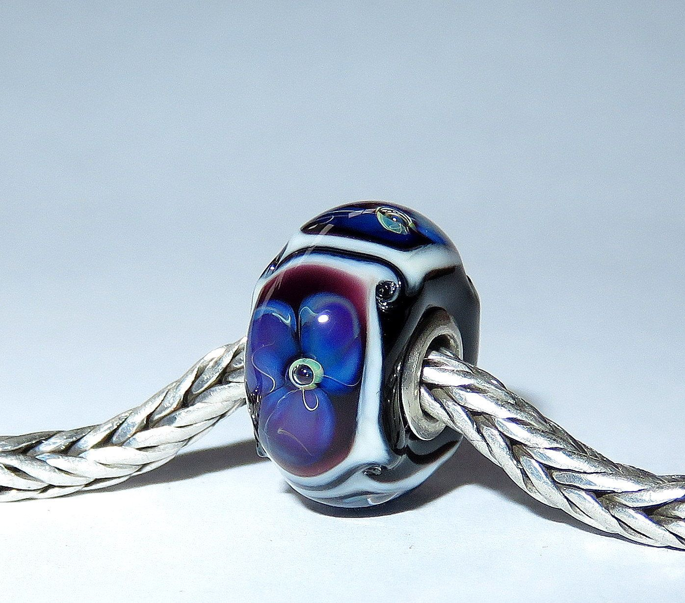 Luccicare Lampwork Bead - Flowers -  Lined with Sterling Silver by Luccicare on Etsy