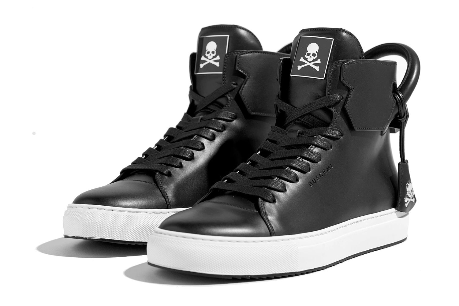 Buscemi has a rich history of collaborating with various high-end designers, and now mastermind JAPAN is joining that extensive roster of partners. Featuring a supple all-black leather upper, the Buscemi x mastermind JAPAN 125mm high-tops combine the best of Italian craftsmanship with Japanese streetwear culture. Subtle details such as mastermind's signature skull-and-crossbones can also be seen …