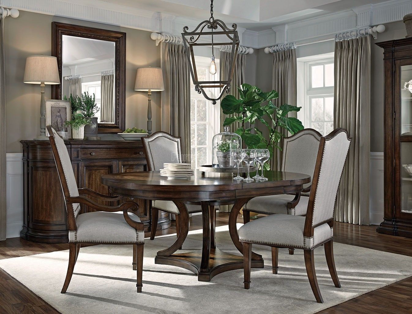 Chateaux Round Dining Room Set