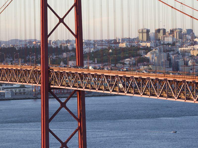 """Due passi sul Ponte """"25 di Aprile"""" di #Lisbona   Lilly's lifestyle http://lillyslifestyle.com/2015/09/30/due-passi-sul-ponte-25-di-aprile-di-lisbona/"""