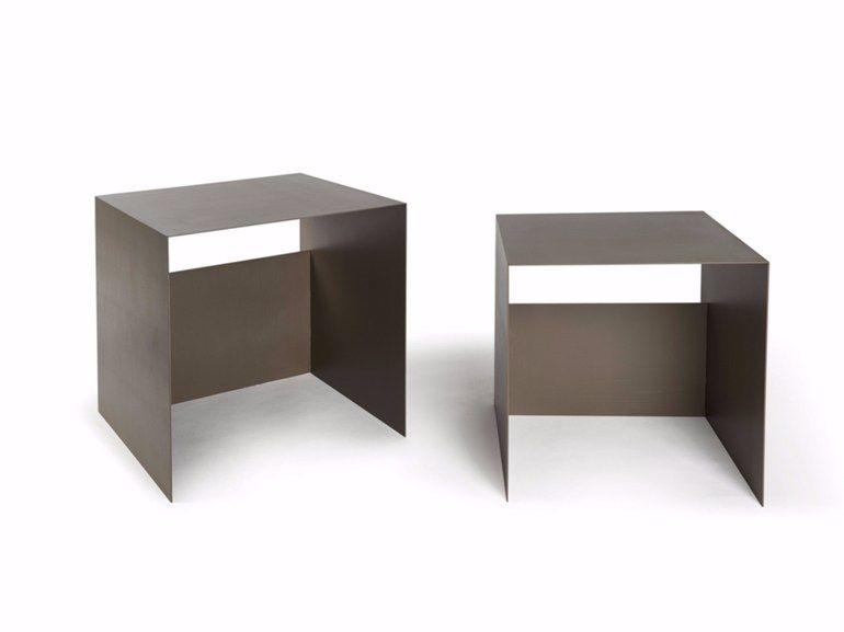 Low lacquered square coffee table GUIDO Objectives Collection by Atipico design Antonino Sciortino
