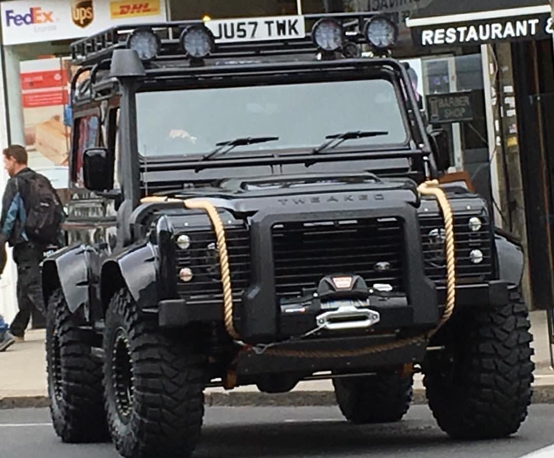 Land Rover Defender 110 Td4 Sw extreme SPECTRE. Impressive.