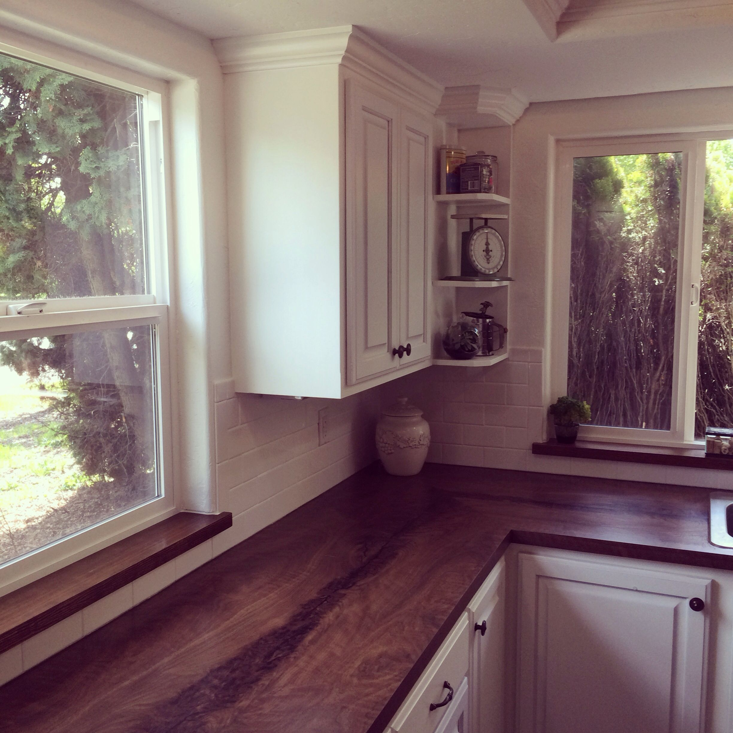 Kitchen painted with Benjamin Moore Advance paint