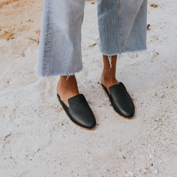 Handmade in beautiful soft leather the Hugo Black Leather Loafer offers the highest level of comfort. Classic in design, they will soon become an indispensable favourite.