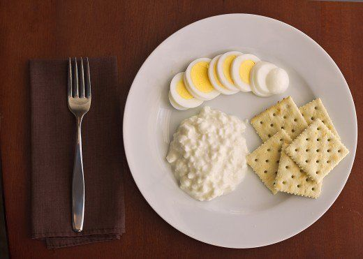 Perfect Military Diet: Lose Up To Ten Pounds In Three Days *** LUNCH DAY TWO *** 1  Cup Cottage Cheese (or 1 Slice Cheddar Cheese) ~ 1 Hardboiled Egg ~ 5  Saltine ...