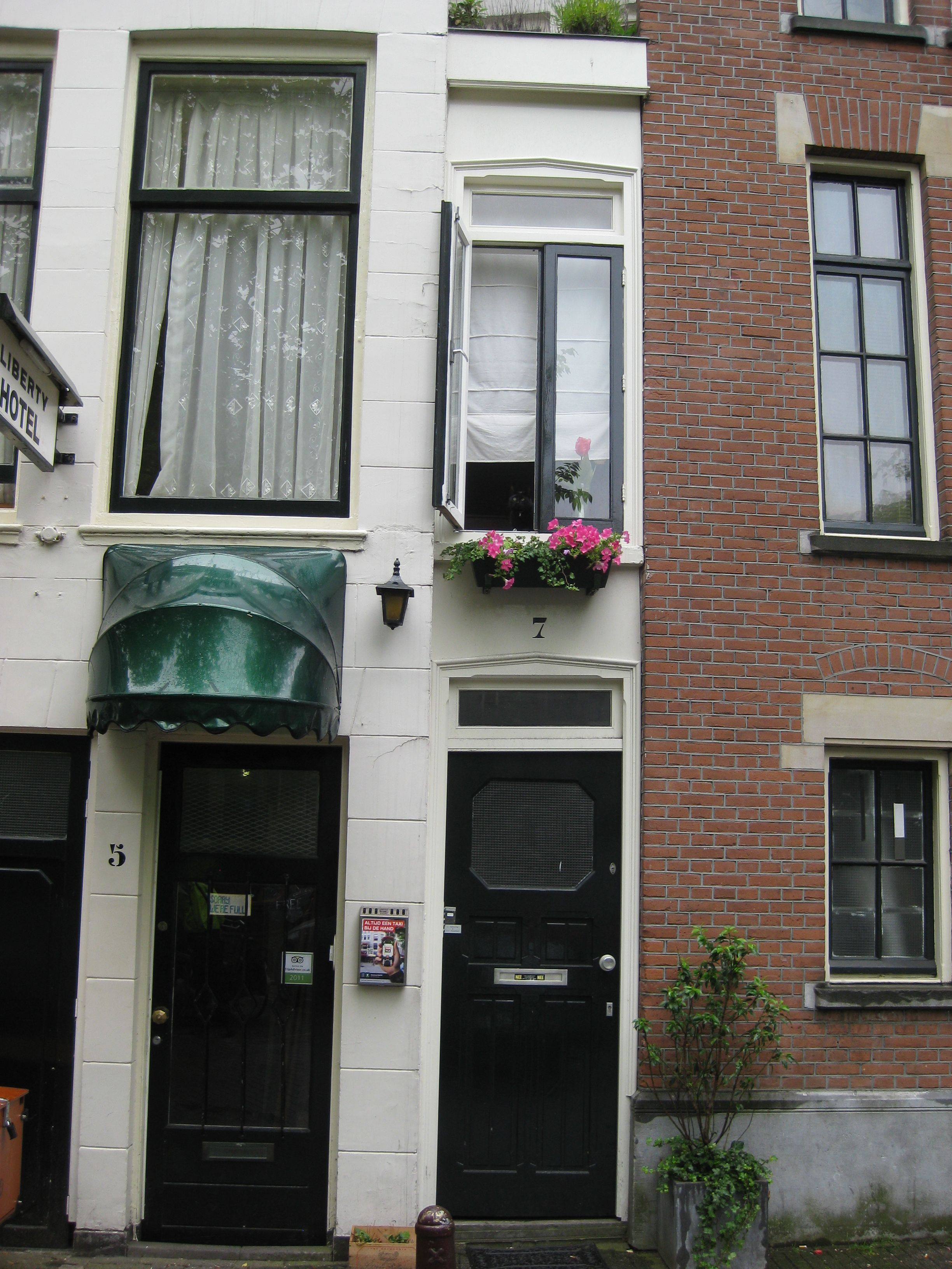 The Worlds Narrowest House At 1m Wide Amsterdam Amsterdam Travel Narrow House Amsterdam