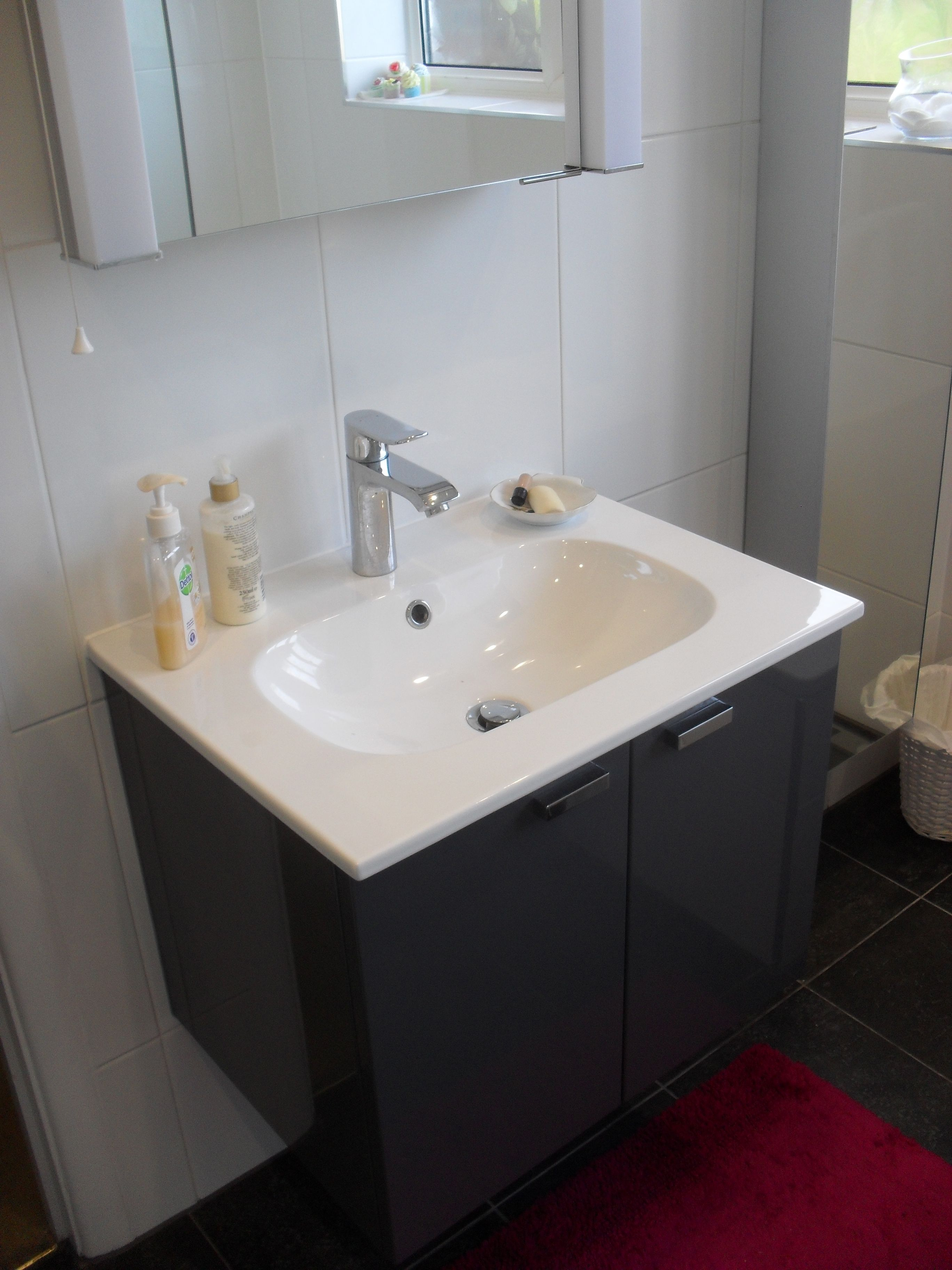 Dansani Kantate 61cm Basin Is Certainly Elegant In A Smaller Size This Example Is High Gloss Grey The Hansgrohe Metris Mixer Complimen Wet Rooms Basin Design
