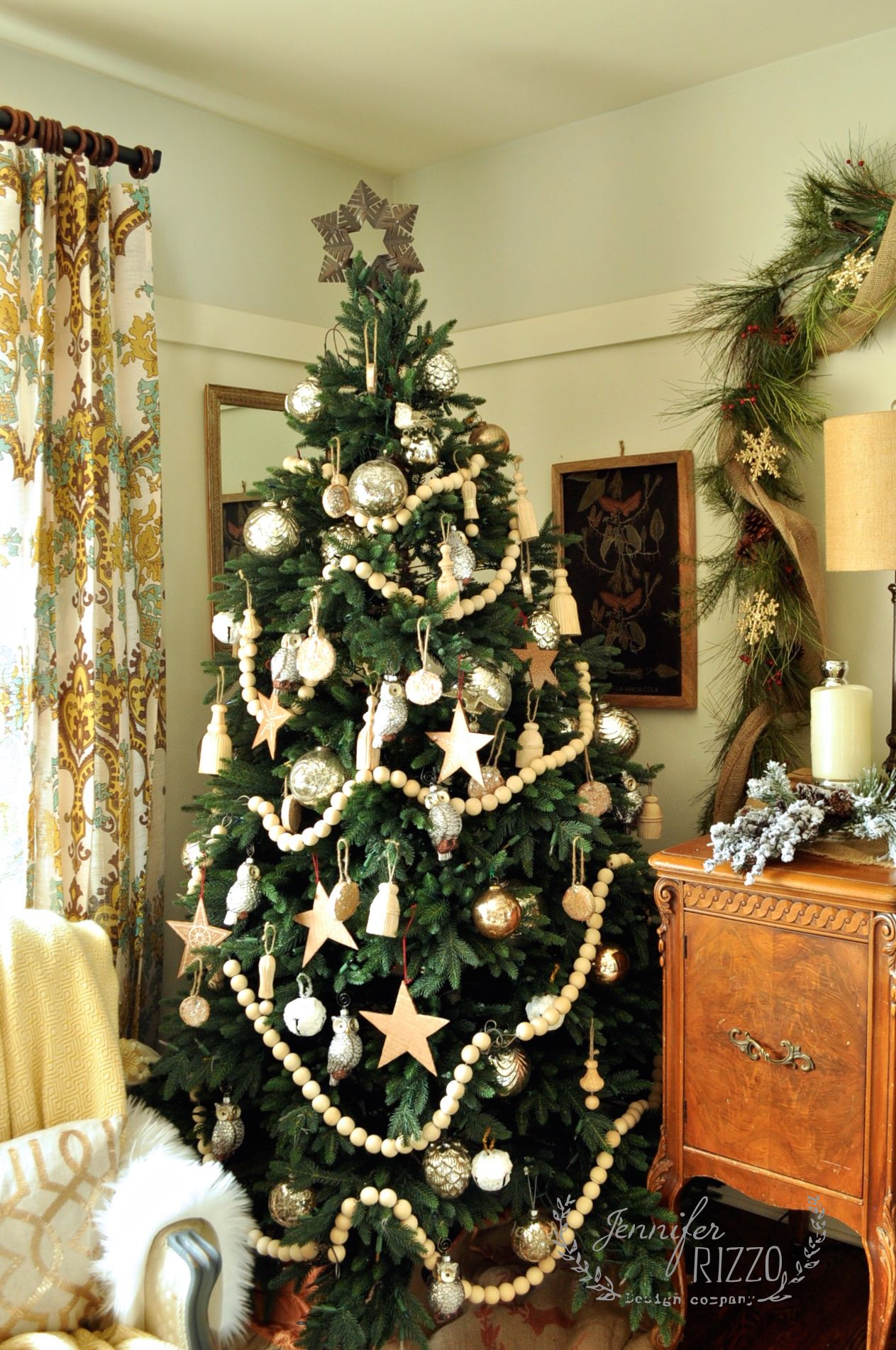 10 Ways To Creatively Decorate Your Christmas Tree Bead Garland