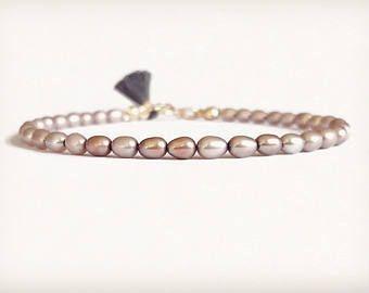 Pulsera de verano - rosa perlas de agua dulce con borla pequeña