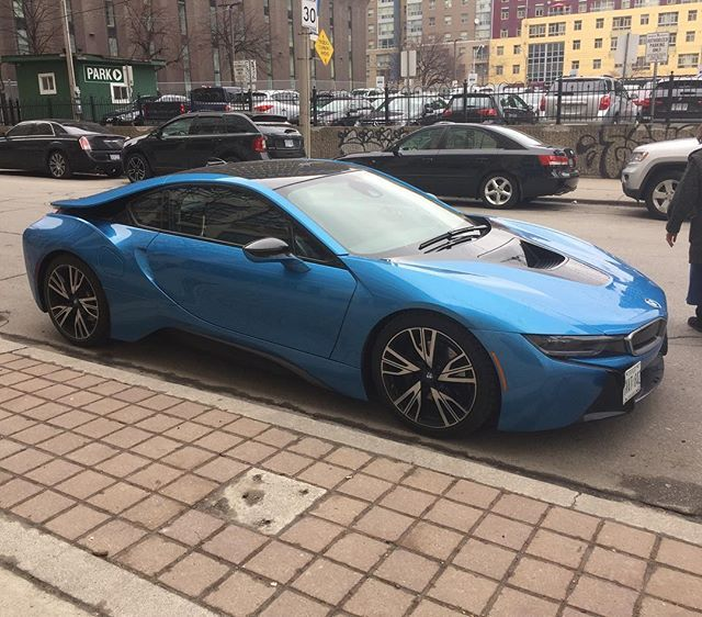 Love the color on this BMW i8 #bmw #i8 #carspotting #cars ...