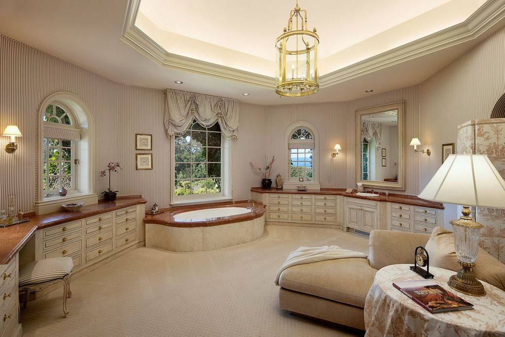 The master bathroom has even a small chaise lounge, for sure ...