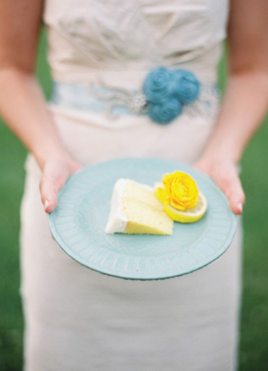 Nothing like a fresh citrus cake! Perfect for an 'April Showers' themed #Bridalshower-- click to learn how you can host one flawlessly! | Nancy Ray Photography