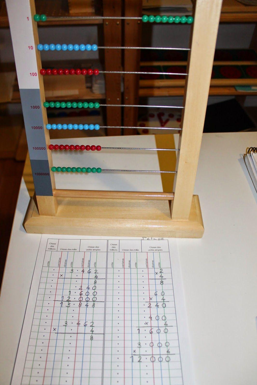 Avant de faire des multiplications avec le grand boulier, l'enfant a fait des multiplications avec les perles dorées et avec les timbres ....