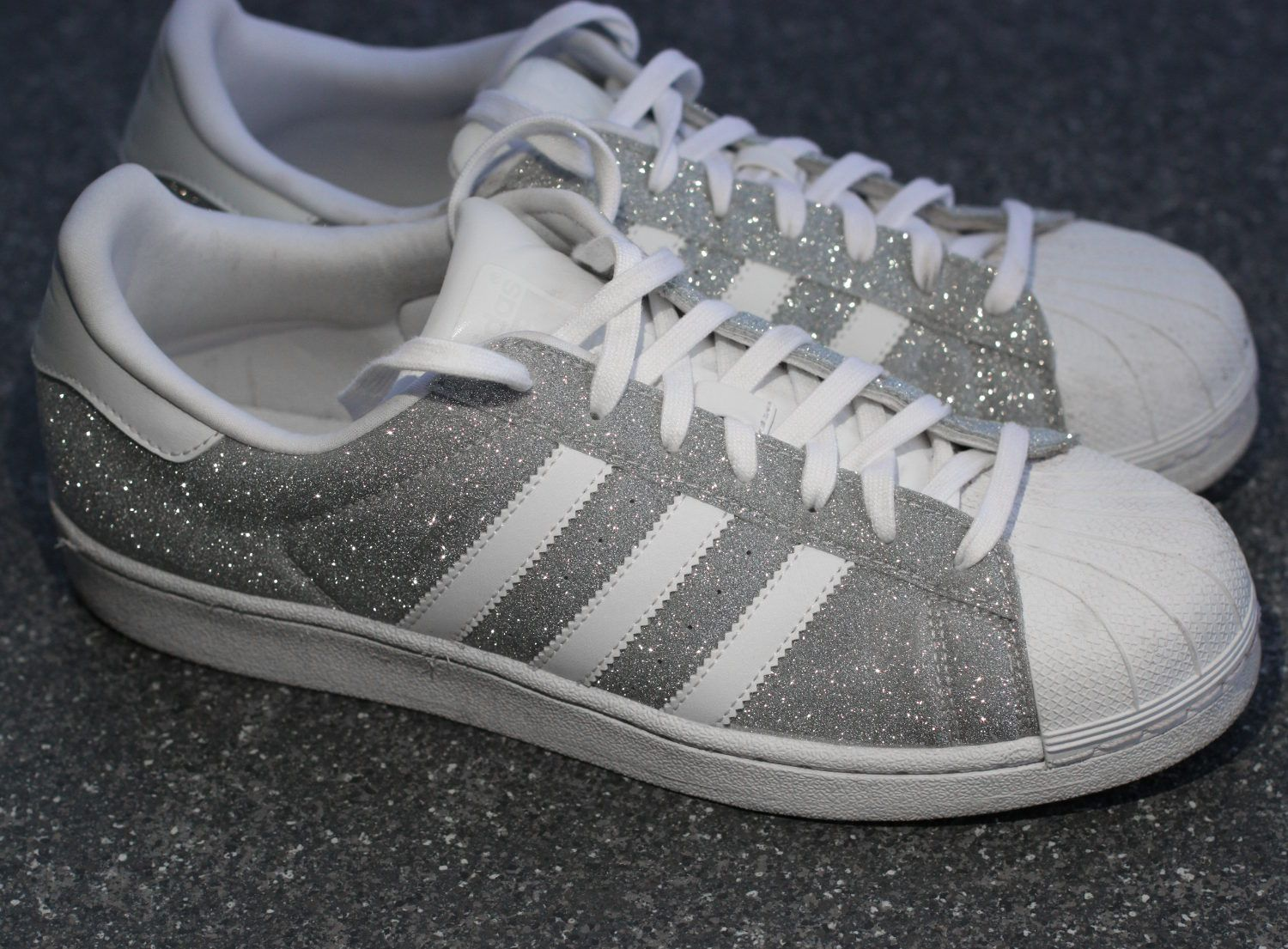 adidas superstar sneakers in silber glitzer silver glitter metallic obsession sneakers. Black Bedroom Furniture Sets. Home Design Ideas