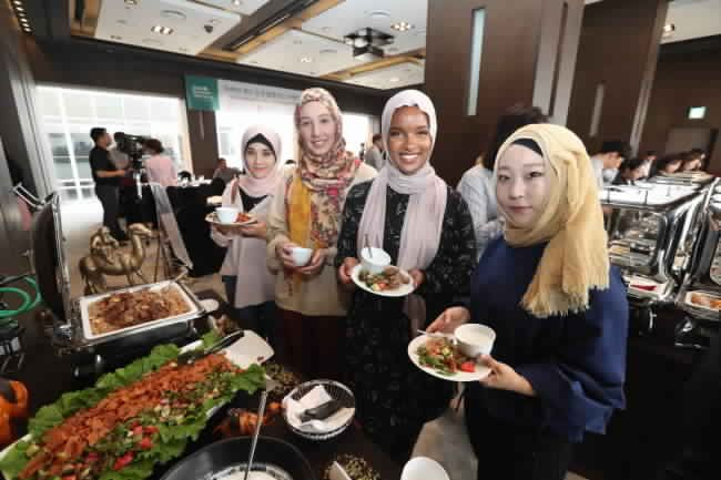 Halal Remains A Challenge For Korean Muslims Homemade Chicken Recipe Dog Treat Recipes Sweet Potatoes For Dogs