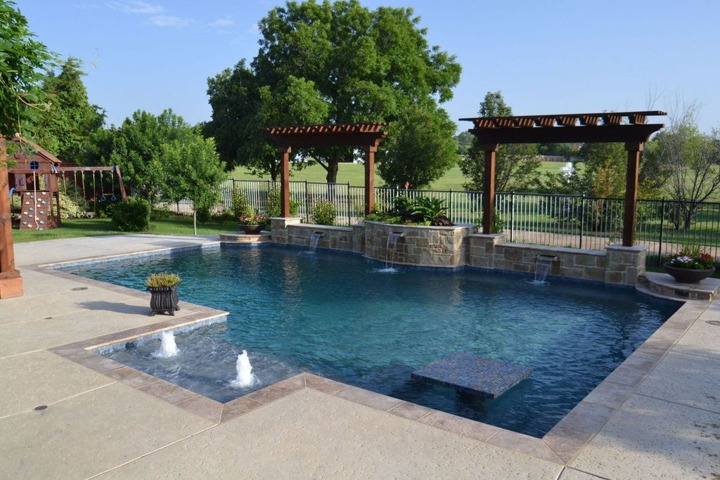 Swimming pool with pool with hot tub trellis pathway for Swimming pool bed