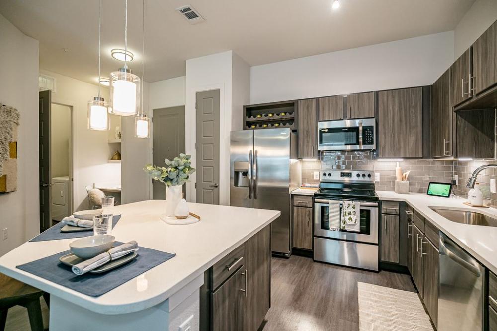 Cue Galatyn Station Apartment Rentals With Virtual Tours Richardson Tx Zillow Backsplash Tile Design Rental Apartments Relaxing Patio