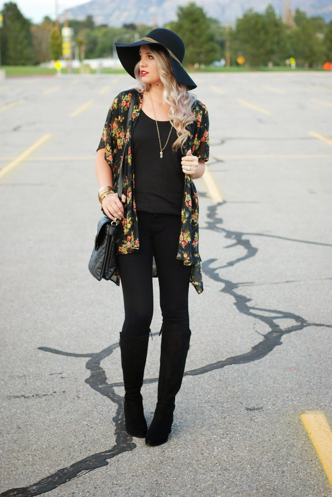 47fcee775 All black with a floral kimono! The perfect fall outfit or spring outfit!  Outfit from The Red Closet Diary. || Instagram: jalynnschroeder