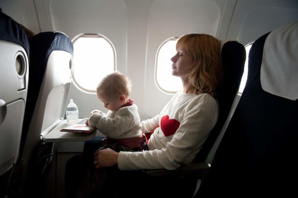 Gunakan Tips Ini Agar Terhindar Masalah Kesehatan Selama di Pesawat