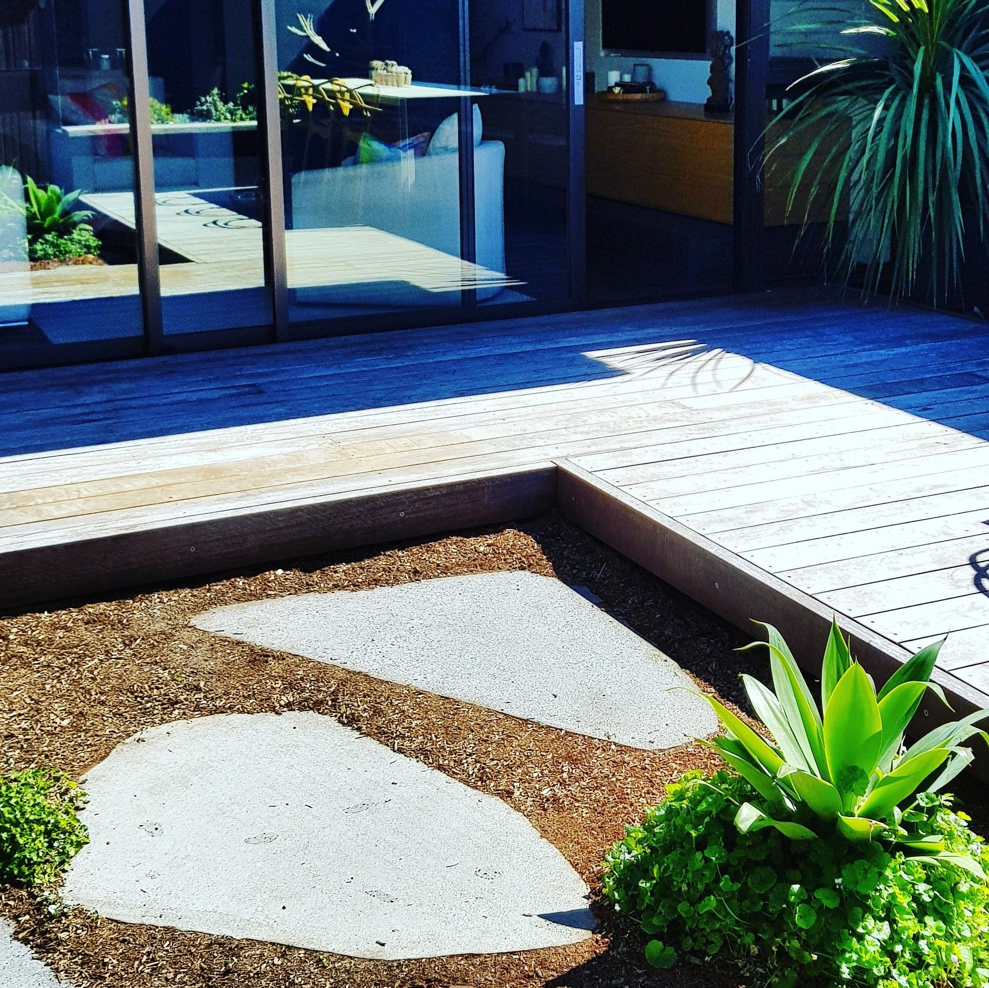 Contemporary Garden Design In Sydney S Eastern Suburbs Using Blue Stone Stepping Stones And Spotted Gum Deck Contemporary Cottage Contemporary Building Rustic Contemporary