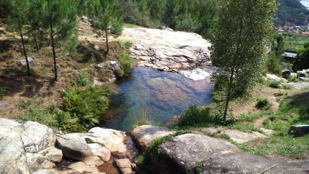 Diez Pozas Y Playas Fluviales Para Refrescarse En Pontevedra Faro De Vigo Playa Paisajes Afluencia