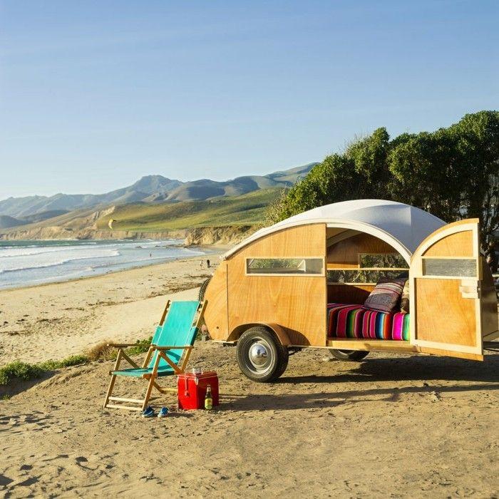 das retro design von wohnwagen namens h tte hut reisen urlaub pinterest wohnwagen. Black Bedroom Furniture Sets. Home Design Ideas