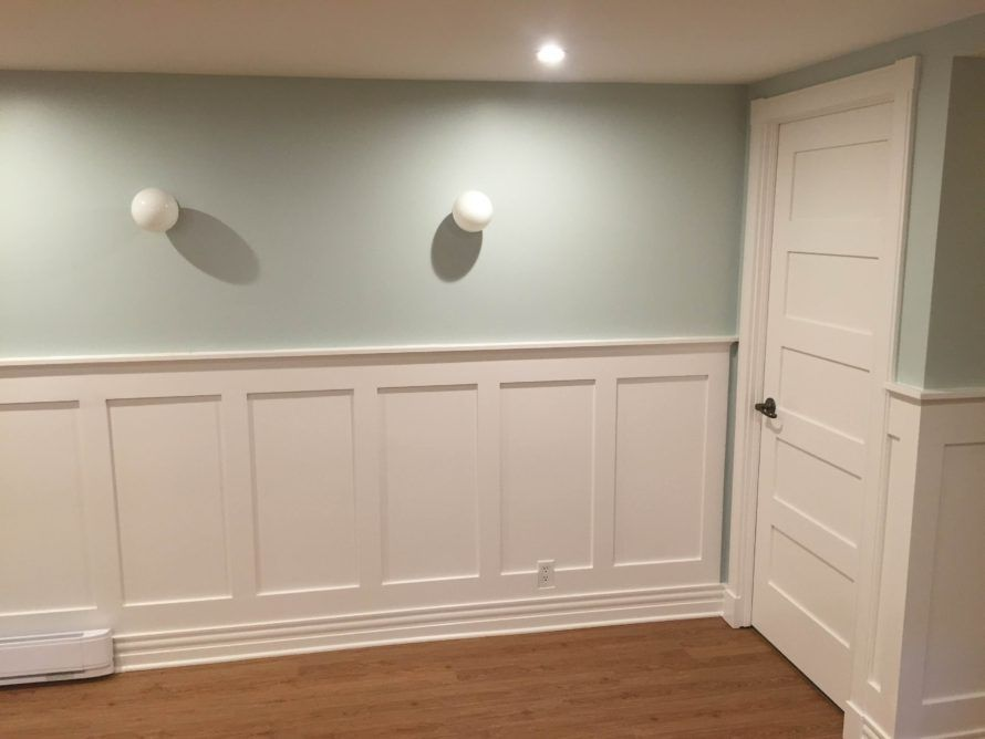 There Are Many Wainscoting Styles Colors And Patterns To Choose From To Match Your Decor Check Out This Art Wainscoting Styles White Wainscoting Wainscoting