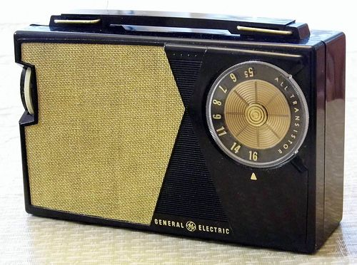 vintage general electric transistor am radio model p 807j 5 transistors pull up handle made. Black Bedroom Furniture Sets. Home Design Ideas
