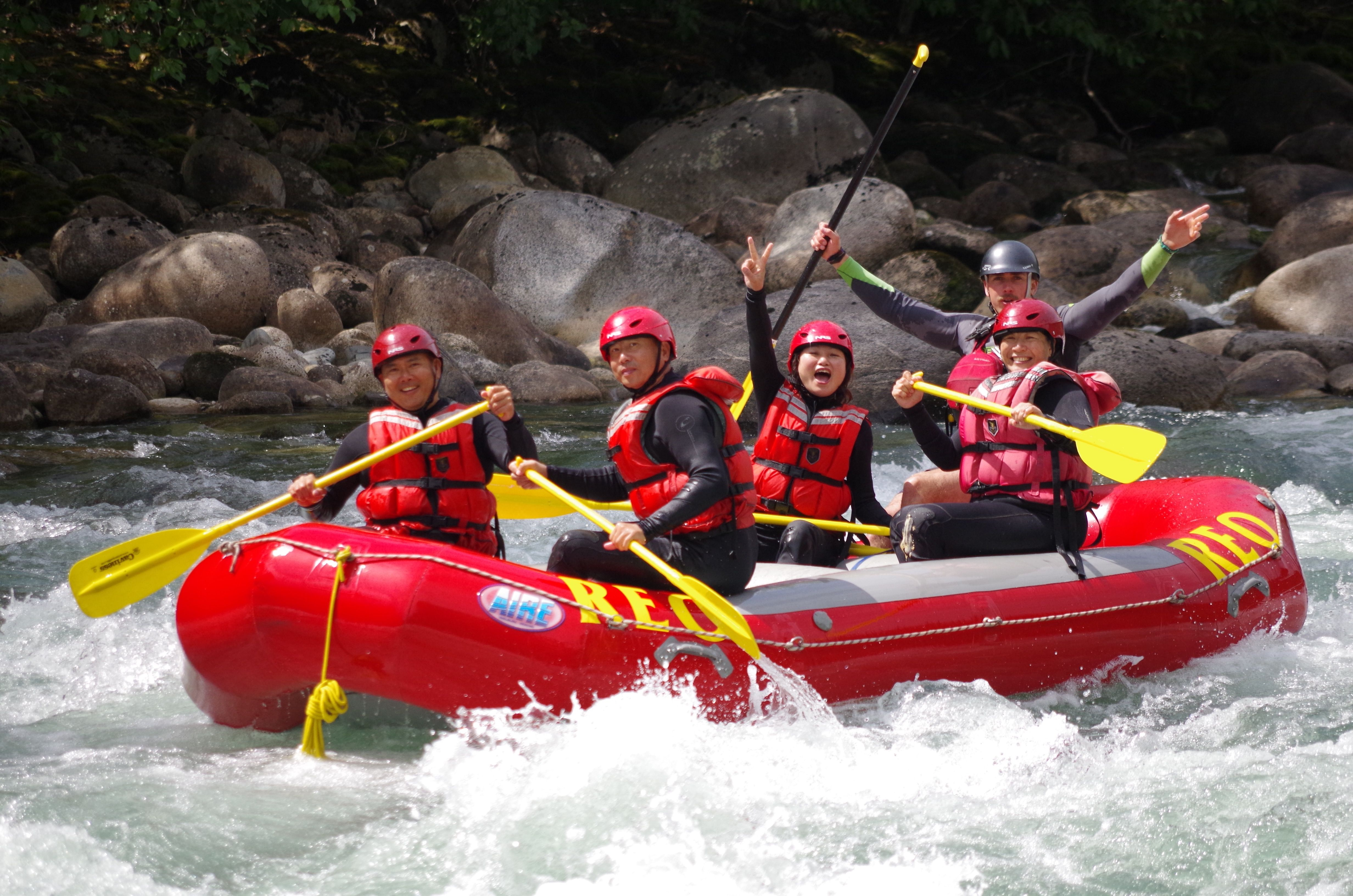 To Friends on the river. Making it the best adventure together.  #whitewaterrafting #rafting #friends #paddle #photography #actionshot #reorafting