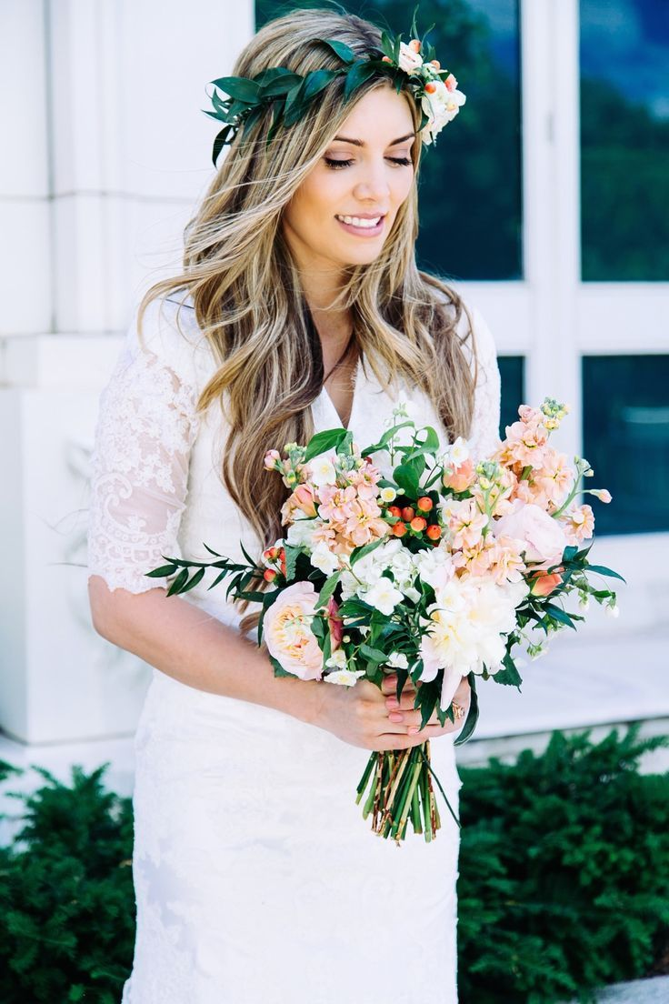 A major wedding bouquet trend for 2015 features a loose and relaxed design with much more greenery and multiple floral colors. The look is romantic and soft and just want today's bride needs.