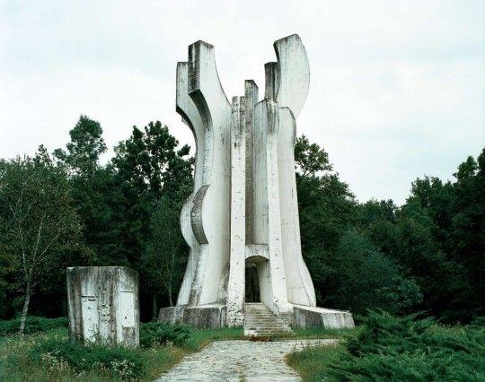 Jan Kempenaers, Spomenik: The End of History, Sisak