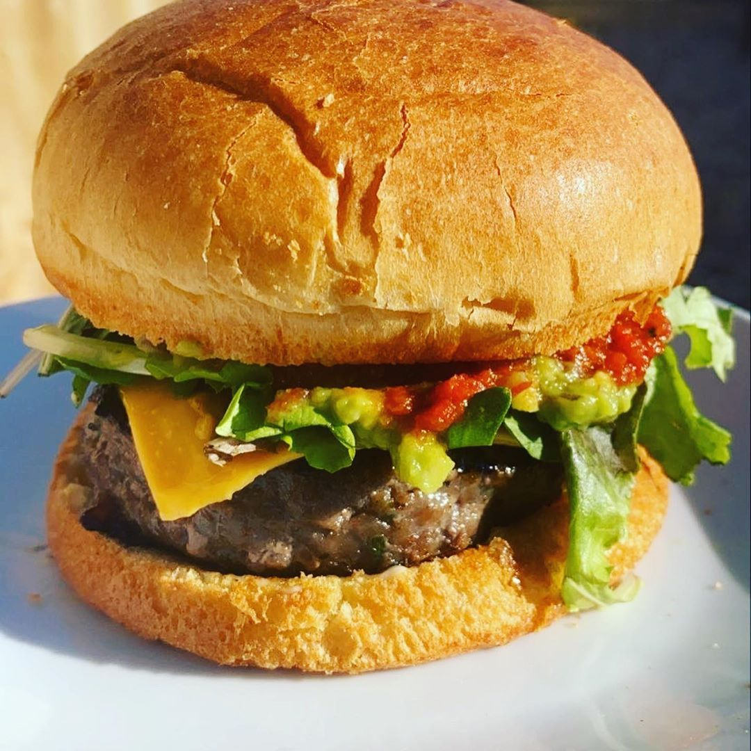 Burger 🍔  Chilli Sauce🌶  Guacamole 🥑  American Sliced Cheese 🧀  Red Onions 🧅  Lettuce 🥬  Tomato 🍅 . . . . . #food #foodie #foodlover #foodblogger #cookingathome #homemade #homemadefood #cookingismypassion #cookingforfriends #cooking #aspiringchef #aspiringcaterer #americanfood #burgers #beef #guacamole #delish #hungry #lunch #dinner  #foodgasm #foodgram #delicious #deliciousfood #yummy #eat #passionatefoodie #venesterskitchen