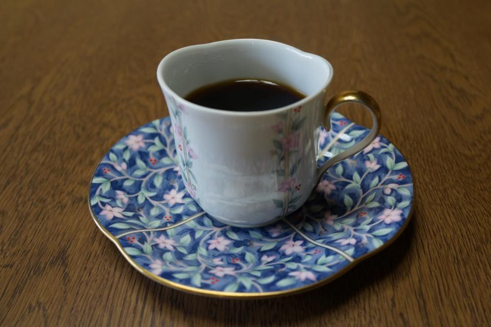 コーヒーカップの詩(うた)シリーズ(その14)    楕円形のカップです。自宅用。