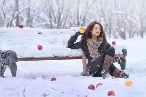 Раздетые красотки на празднике зимой