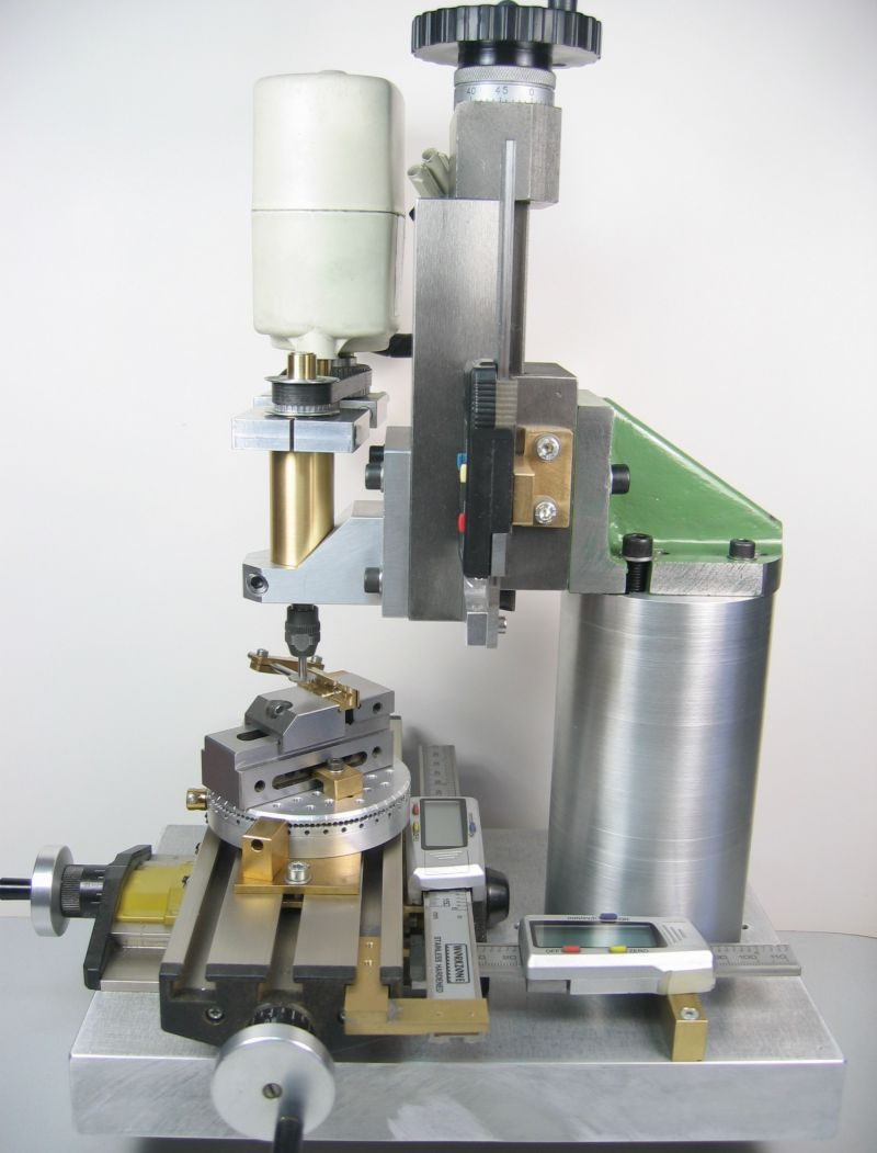 A small homemade milling machine for desktop machining (3