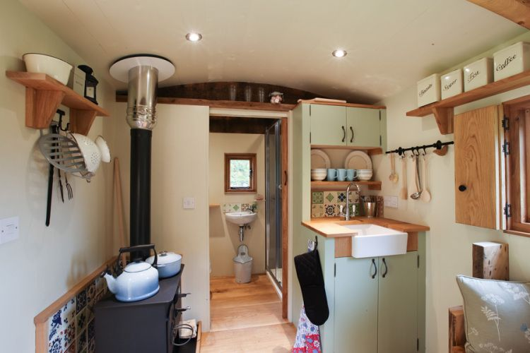 Simple luxury in a tiny shepherd s hut bracken hut at for Holzblockhaus modern