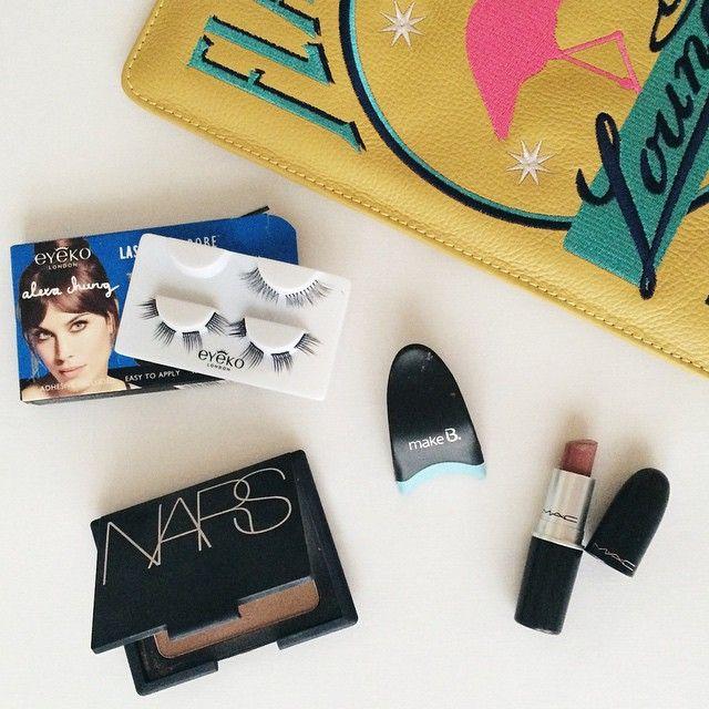Só produtos que AMO na make do meu primeiro dia de SPFW: cílios mini do Lash Wardrobe da @eyeko, bronzer Laguna da @narsissist, batom Faux da @maccosmetics e a melhor invenção EVER, o aplicador de cílios de Make B @oboticario - facilita muito! #makeup #spfw