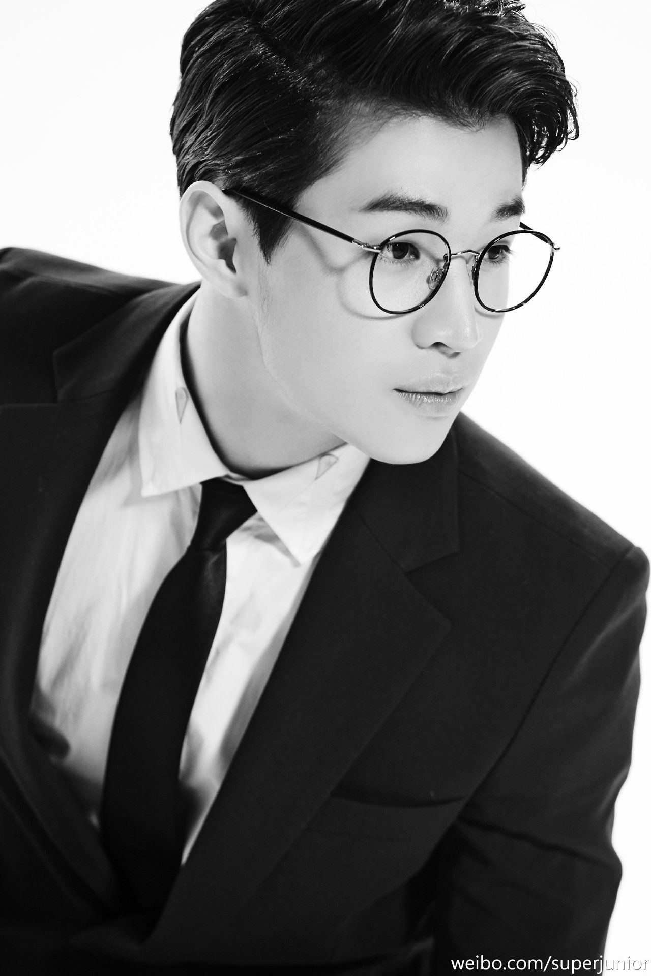 K Pop Idols In Suits Henry Lau Super Junior Lau