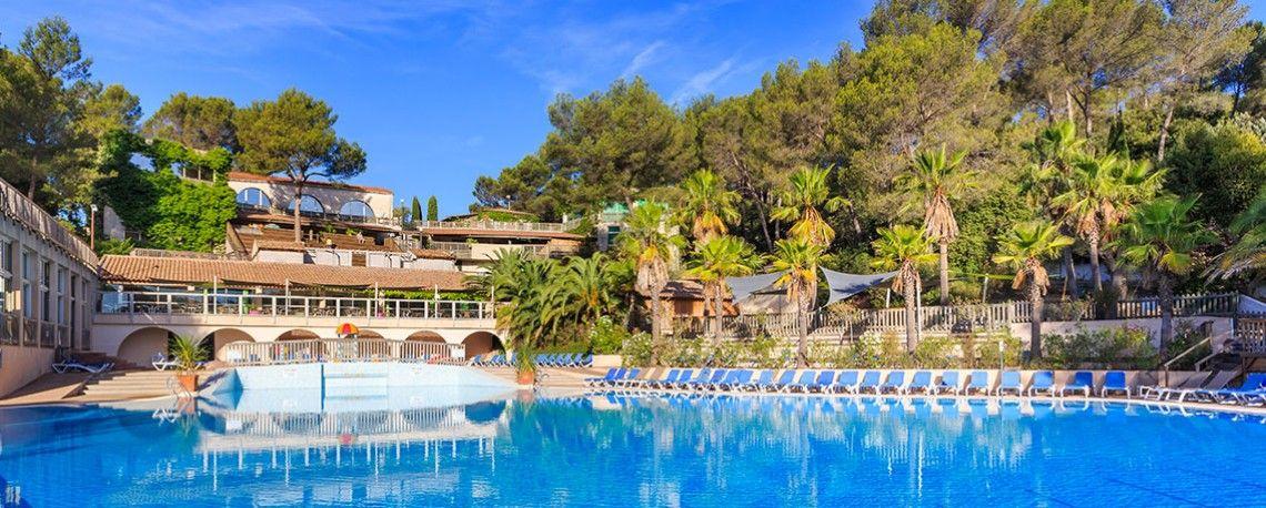 Holiday Green - Village Club & Spa Sunêlia. Ressourcez-vous dans ce Village Club et Spa où  infrastructures de standing et œuvres d'art contemporain côtoient une pinède de 15 ha.