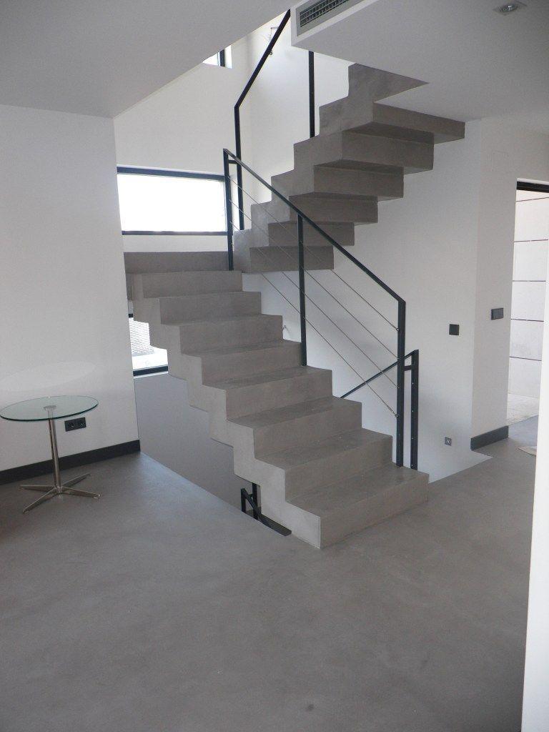 El microcemento en escaleras es un buen recurso decorativo for Cemento pulido exterior
