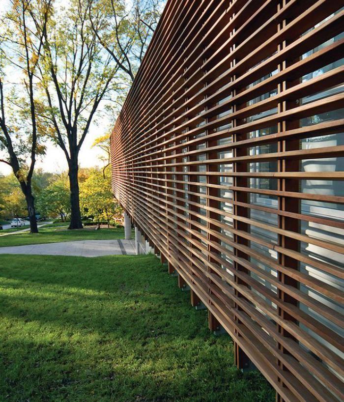 Les syst mes brise soleil en 49 photos construction for Brise soleil bois exterieur