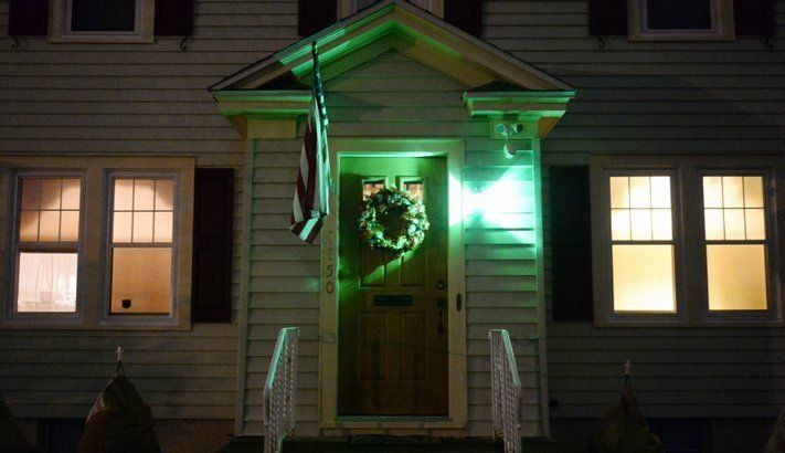 If You See A Green Light On Someone S Porch You Need To Know What It Means Http Www Lifebuzz Com Gre Green Porch Light Meaning Light Green Porch Lighting