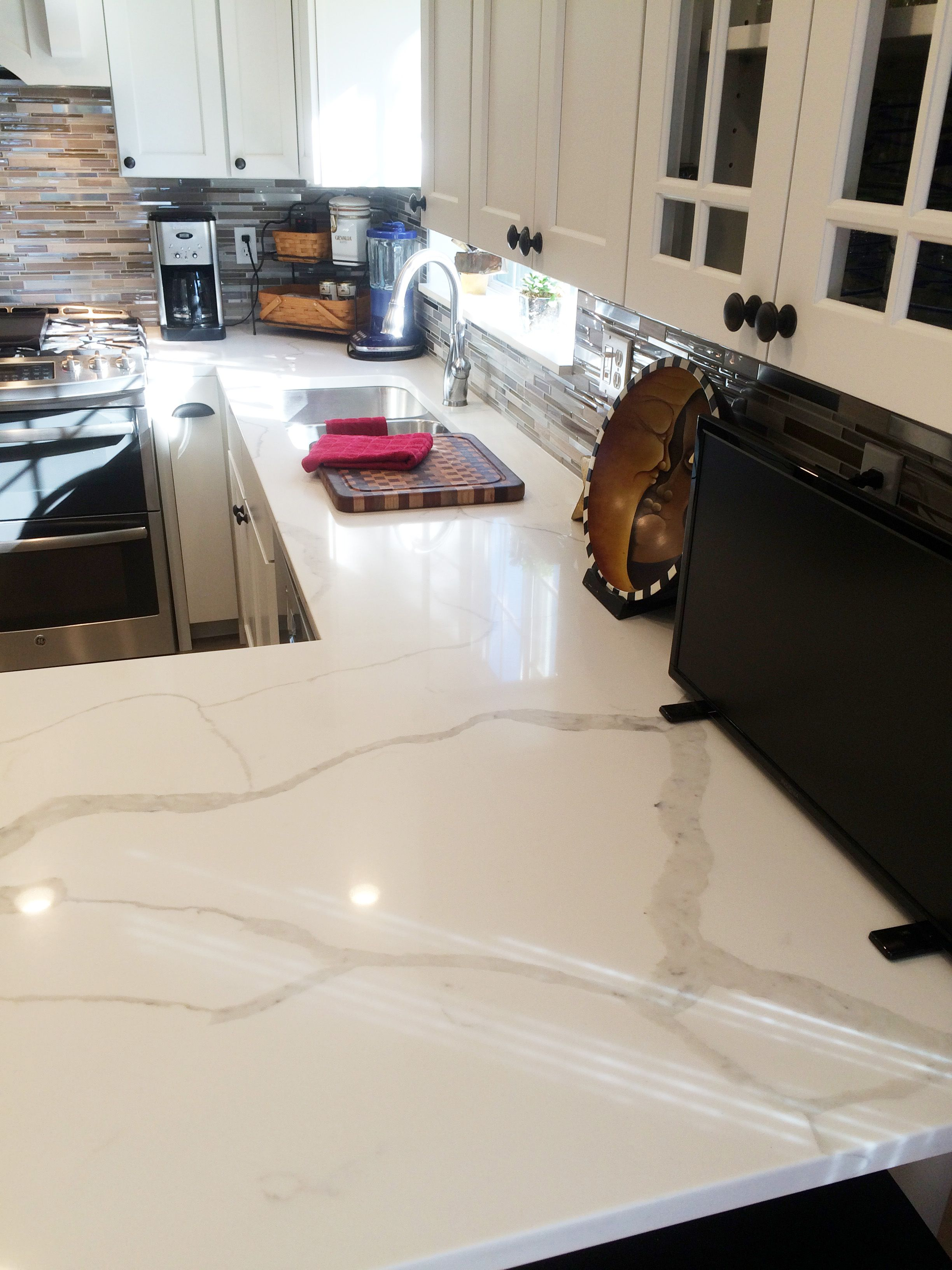 Colorquartz calacatta novus quartz kitchen counter for Top haus countertops