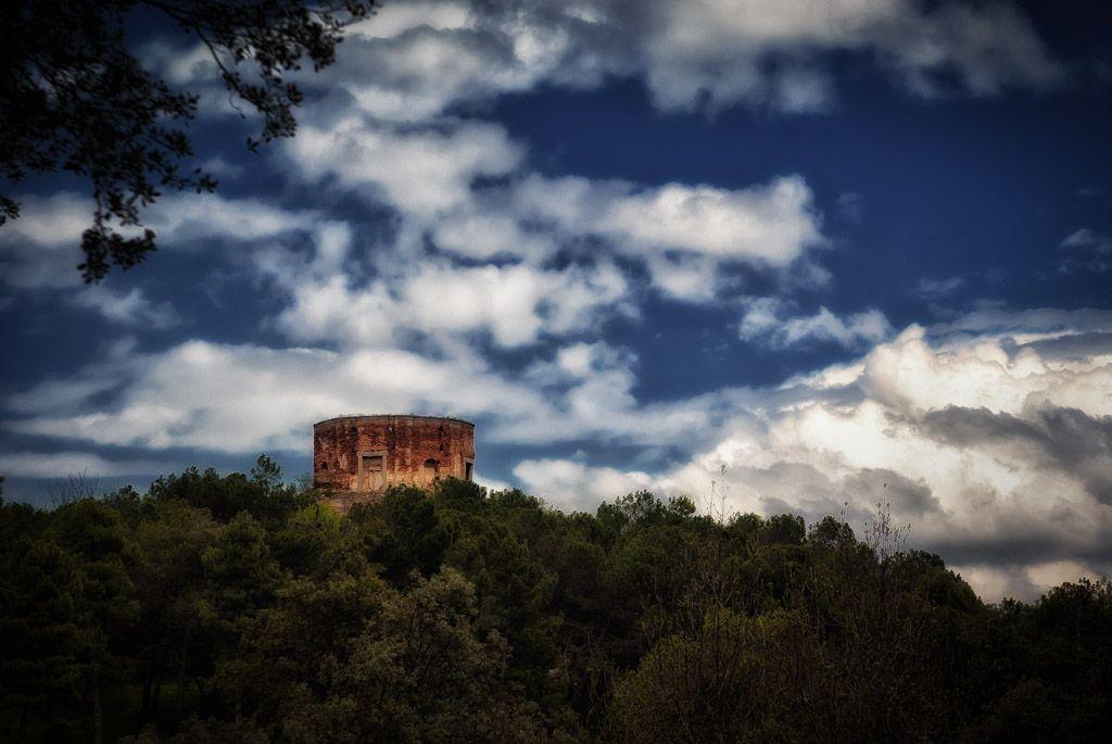Las ruinas en el bosque    Fotografía de unas ruinas que hay en el término municipal de Buitrago de Lozoya (Madrid).