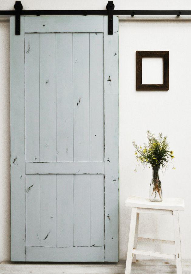 Puerta corredera gris madera vintage reciclada for Puertas correderas antiguas