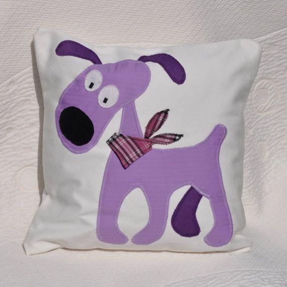 Réservé pour Julie - chien violet, décoration chambre enfant, unique coussin, drôle oreiller, appliqué chien, unique cadeau, chambre enfants