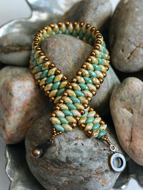 Petite Superduo Band Armband; Manschette Armband; Perlen Weben; Grünes Armband; Picasso Perlen; Superduo Perlen Armband; Seed Bead Armband
