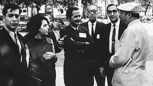 EL BOOM. Fuentes junto a Mario Vargas Llosa y su mujer Patricia, Juan Carlos Onetti, Emir Rodríguez Monegal y Pablo Neruda en 1966.