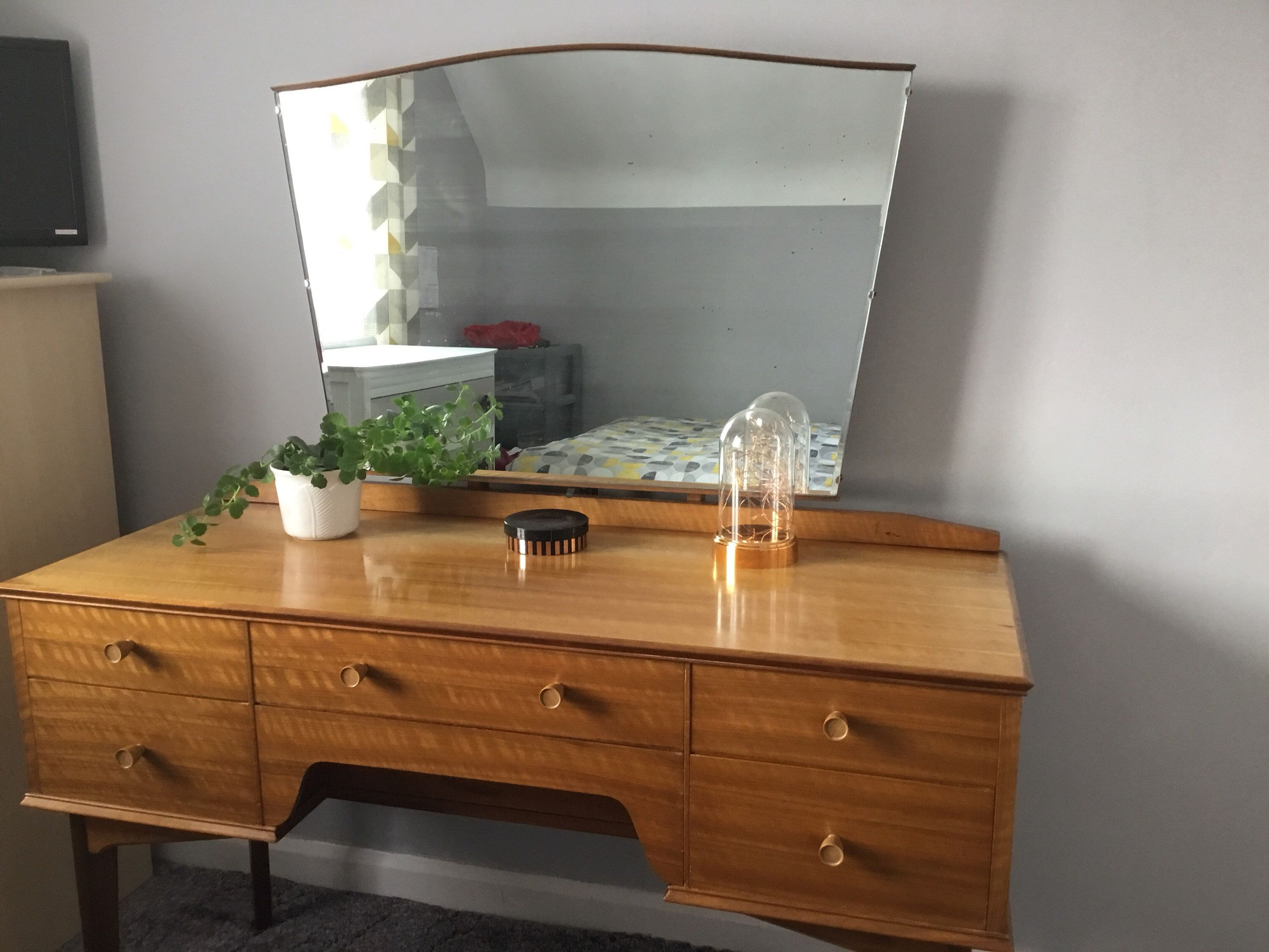 Mirror Dressing Table With Drawers